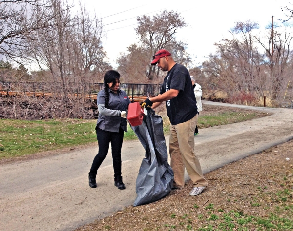 Smith's Partners With Poplar Grove in Weekly Cleanups